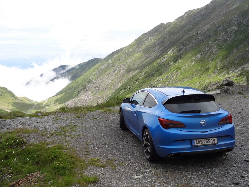 Transfagarasan s Opel Astra OPC